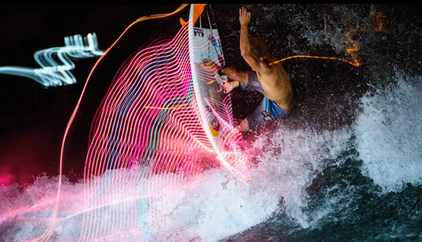Light-Painting-Surfer-Red-Bull-3