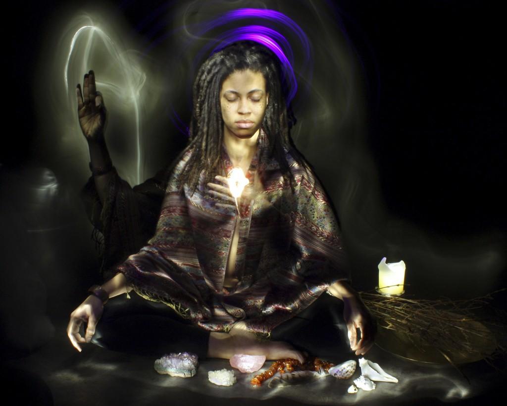 linda_costa_cheranichit-divine_feminine-02-look_within-1024px
